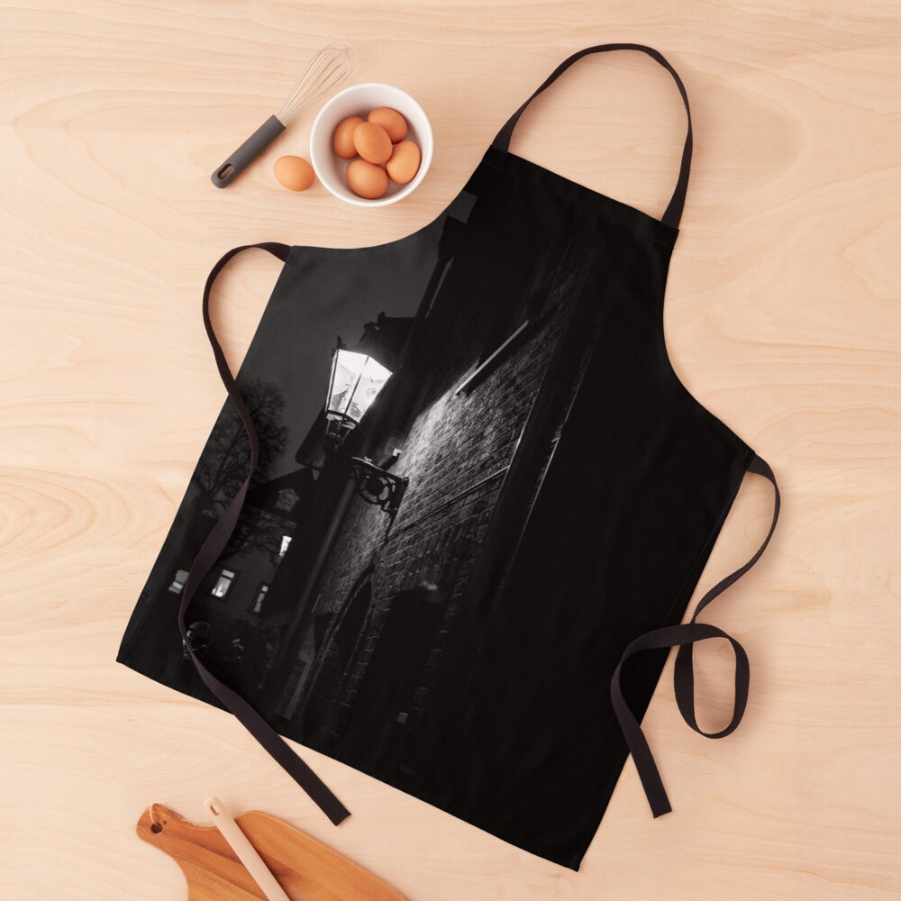 Stay clean in style when you're doing dirty work in the kitchen, in the art studio, in the garden, or at the BBQ